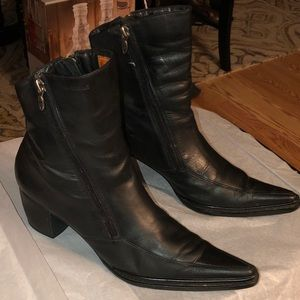 Harley-Davidson Shoes - 🎀 Harley Davidson women's pointed toe boots